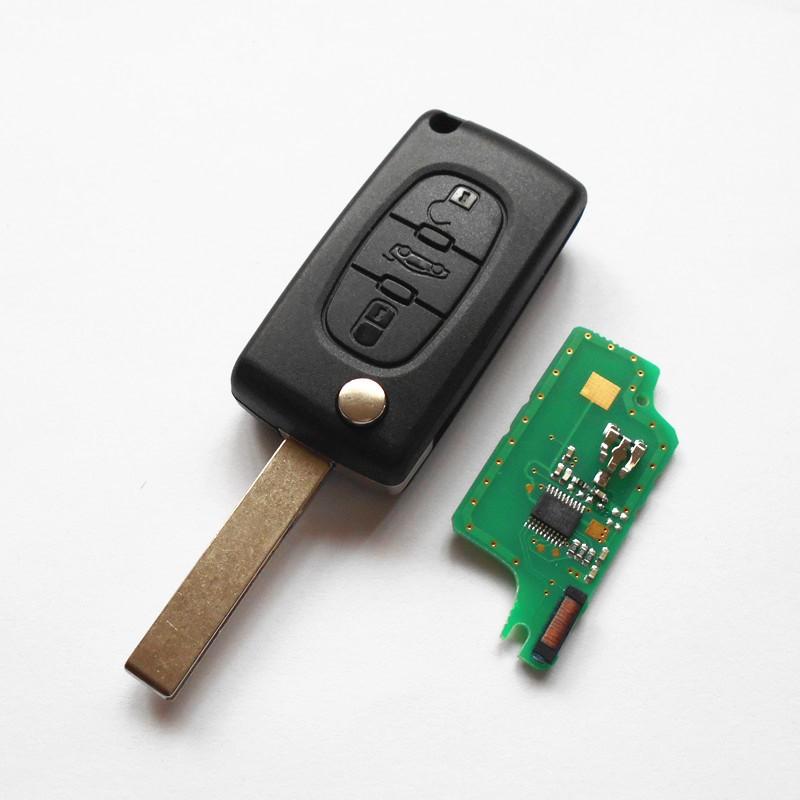 Ключ с платой выкидной (PC15) Peugeot 3 кнопки (Лезвие HU83, плата 433 Мгц, чип ID46)