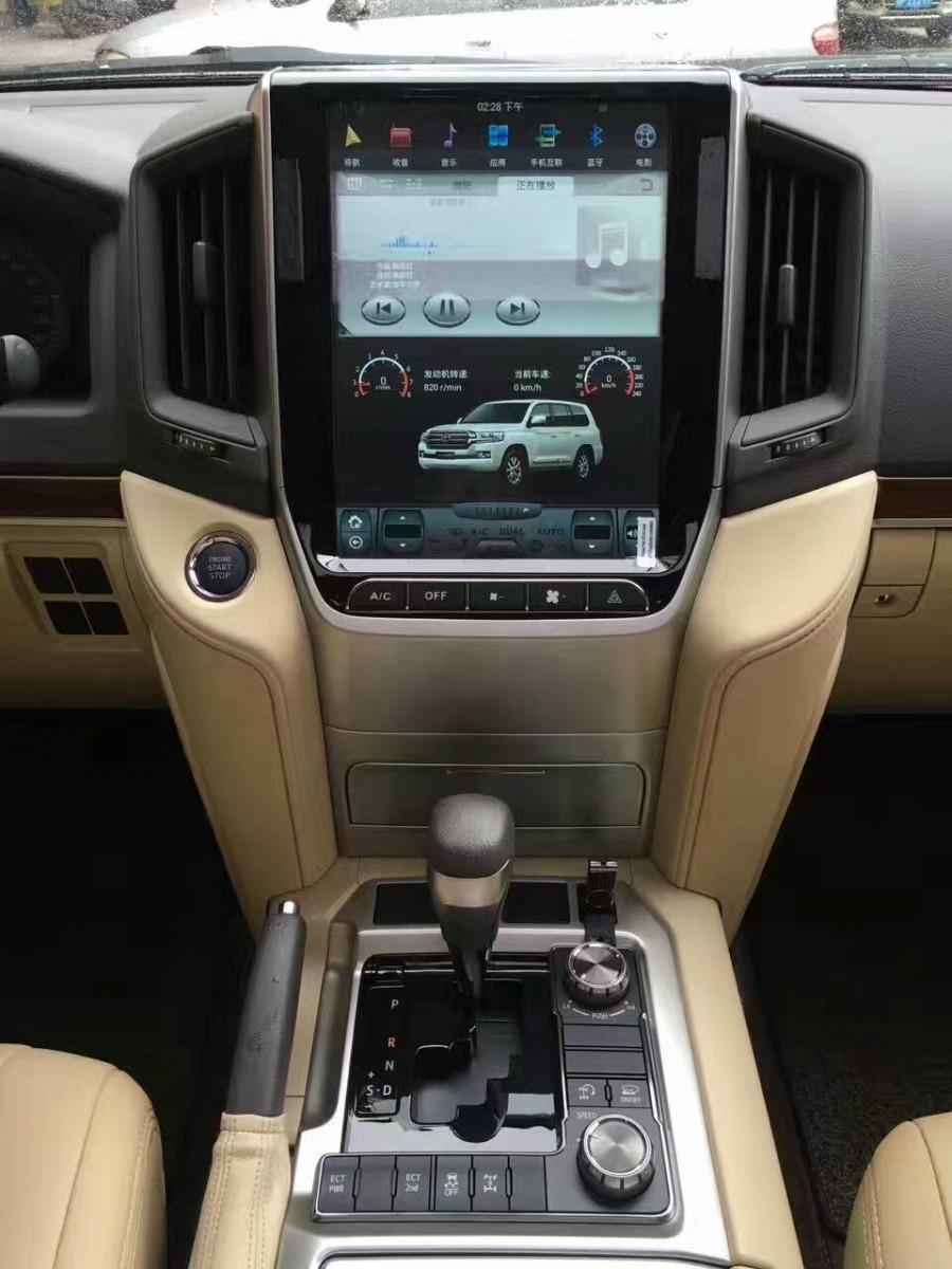 Магнитола в стиле Tesla для Toyota Land Cruiser 200 (2015-н.в.)
