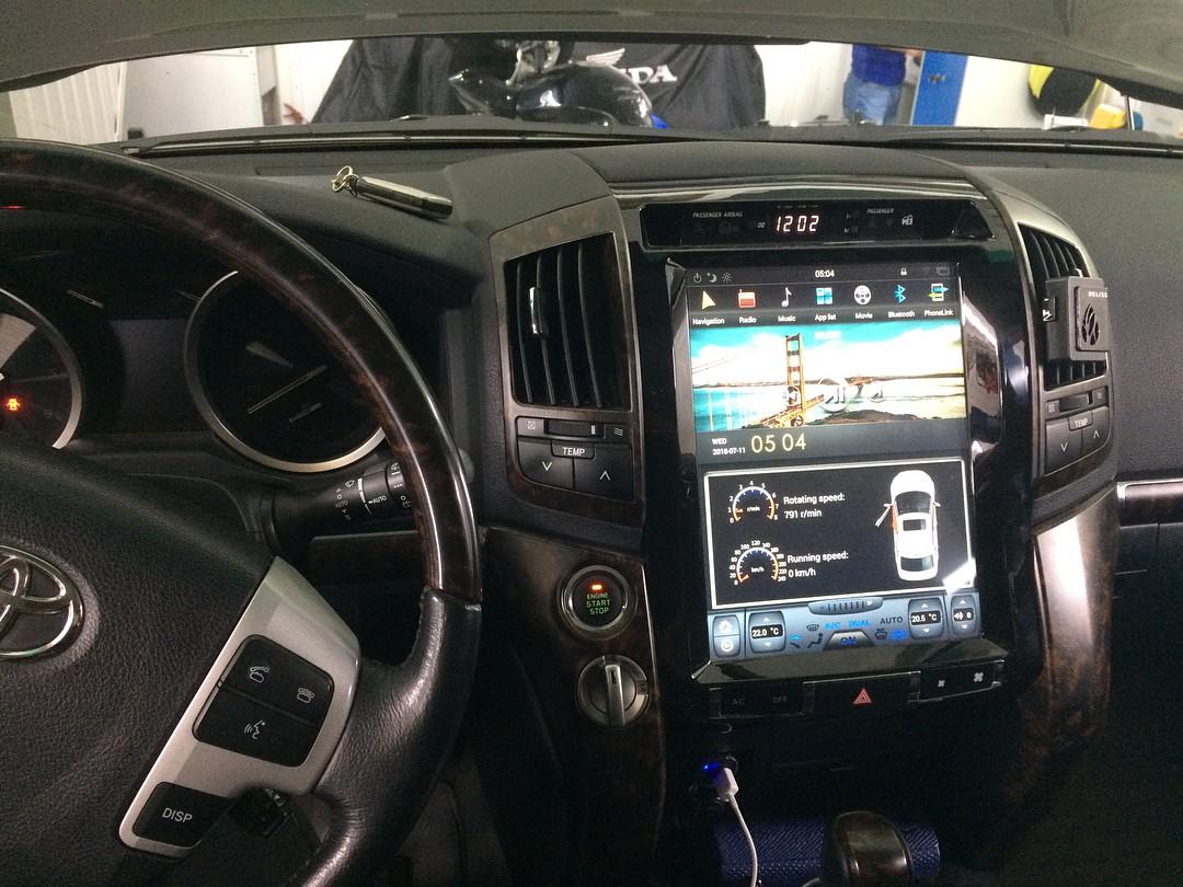 Магнитола в стиле Tesla для Toyota Land Cruiser 200 (2007-2015)
