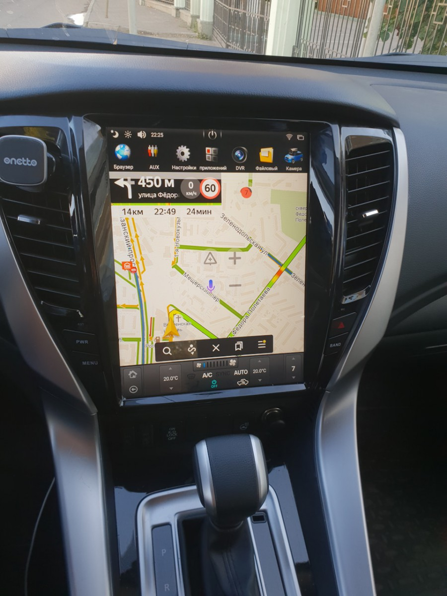 Магнитола в стиле Tesla для Mitsubishi Pajero Sport, L200 (2015-н.в.)