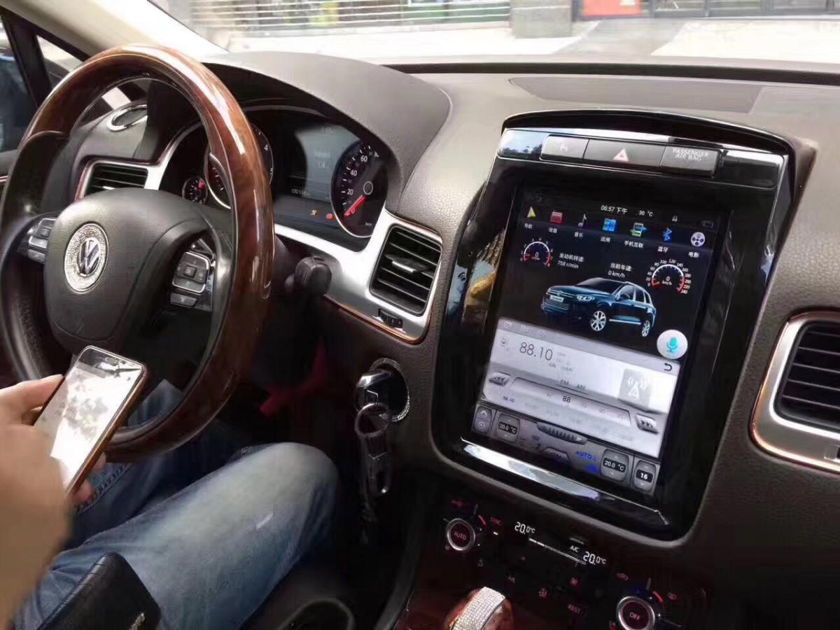 Магнитола в стиле Tesla для Volkswagen Touareg II (2010-2014)